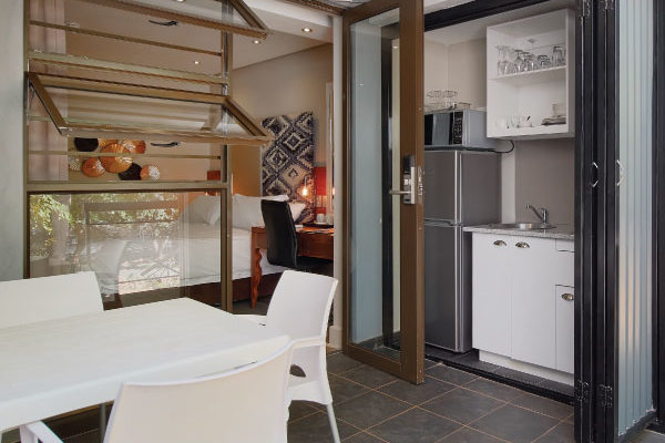 Family-Self-Catering-Kitchen-hr-600x600-1